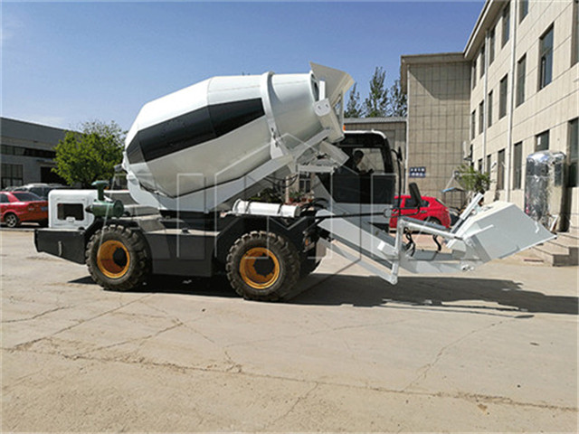 self loading concrete mixer China